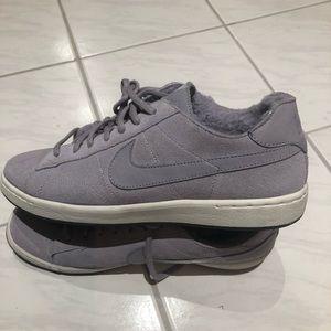Women's Nike running shoes - size 9.5